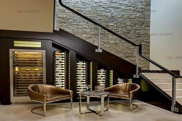 现代楼梯角步入式酒窖-大图