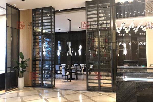 酒店大堂展示酒柜