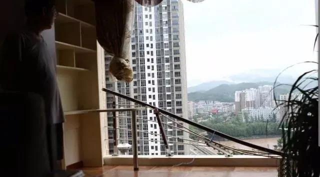 新房被吹成毛坯房,便宜门窗不能买!